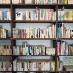 書評テンプレート作成!のイメージ画像、図書館の書架
