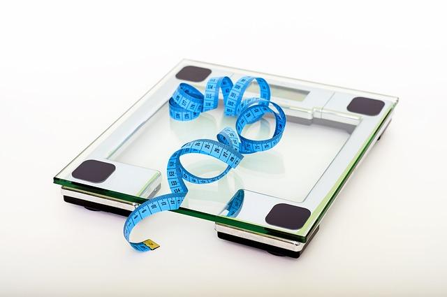 体重計と巻き尺の画像