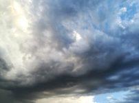 気象病を招く悪天候のイメージ画像