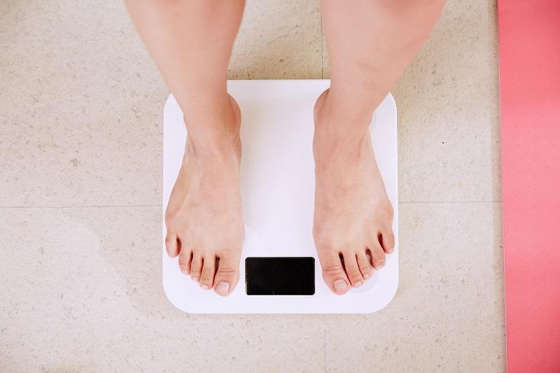 アフィリエイターは太る?体重計の画像