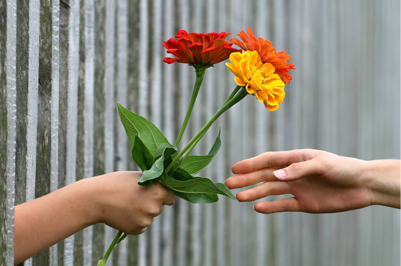 幸福度を上げる親切のイメージ画像